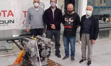 Formación Profesional recibió un motor Toyota para fines educativos