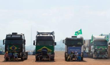Brasil: acampe amenazador de camioneros bolsonaristas