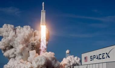 SpaceX lanza por primera vez a cuatro astronautas no profesionales al espacio