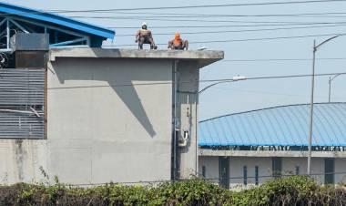 Al menos 30 presos muertos en un motín en la cárcel de Guayaquil: cinco fueron decapitados
