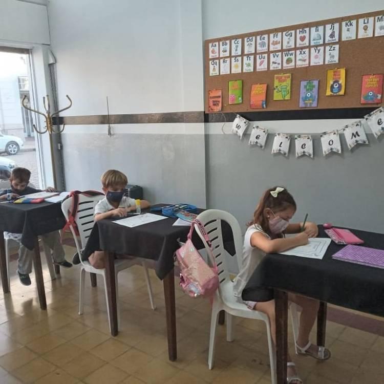¡Comenzaron las clases en la Escuela de Inglés Albinegra! ⚪⚫