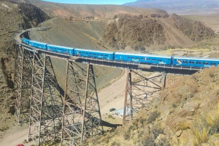 Firmamos un convenio con la Provincia de Salta para la implementación de nuevas tecnologías en el Tren a las Nubes