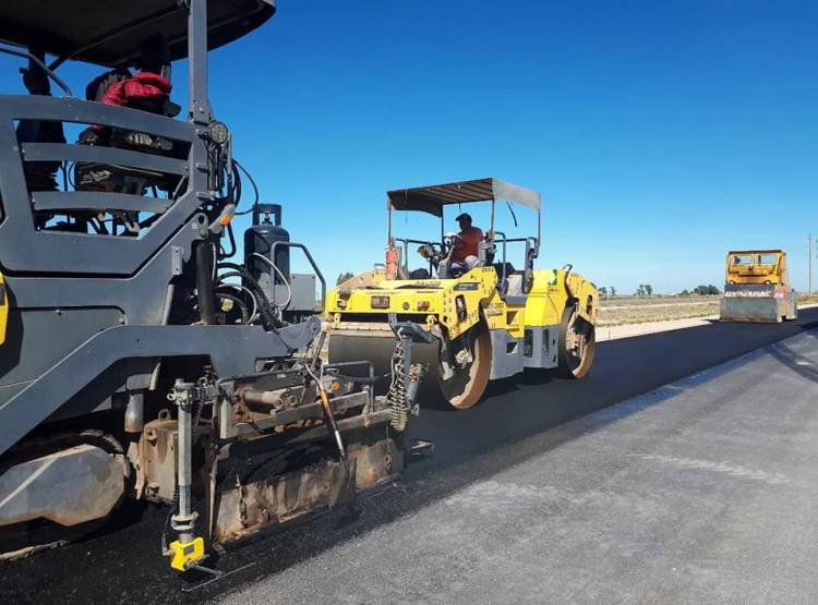 Finalización del montaje de vigas en el puente del Km 18 entre Tornquist y Bahía Blanca de la Ruta Nacional 33.
