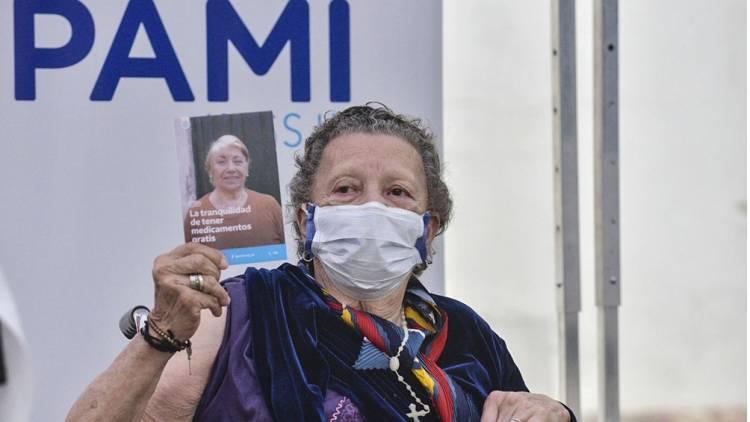 Llegaron al país 864 mil dosis de vacunas contra el covid del Fondo Covax