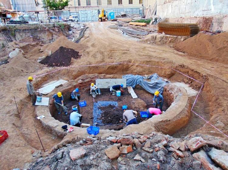 Excavaron para hacer un edificio en donde vivió Juan Manuel de Rosas y recuperaron tesoro histórico