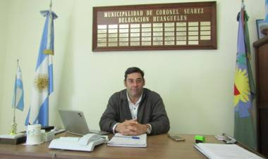 El delegado Municipal Ariel Alvarez, en diálogo con Miguel Menchi por FM Suarense