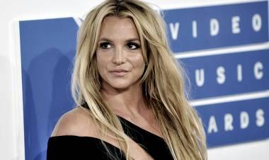 Britney Spears anunció su casamiento con su entrenador personal