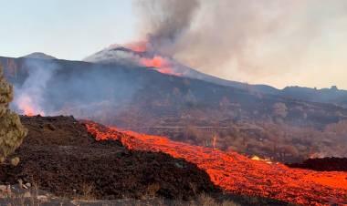 A un mes de la erupción del volcán de La Palma, no hay perspectiva de que cese
