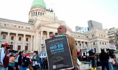 Continúa el campamento para reclamar ley por las personas en situación de calle
