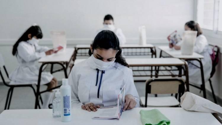 A pesar del conflicto, el Colegio Nacional de Buenos Aires retomó las clases presenciales