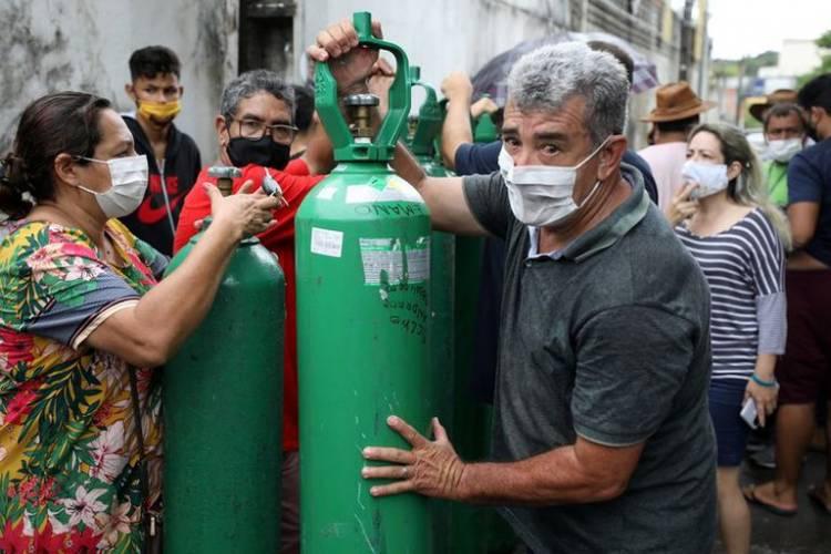 La falta de distancia social hizo explotar los casos de la nueva cepa Manaos en Brasil