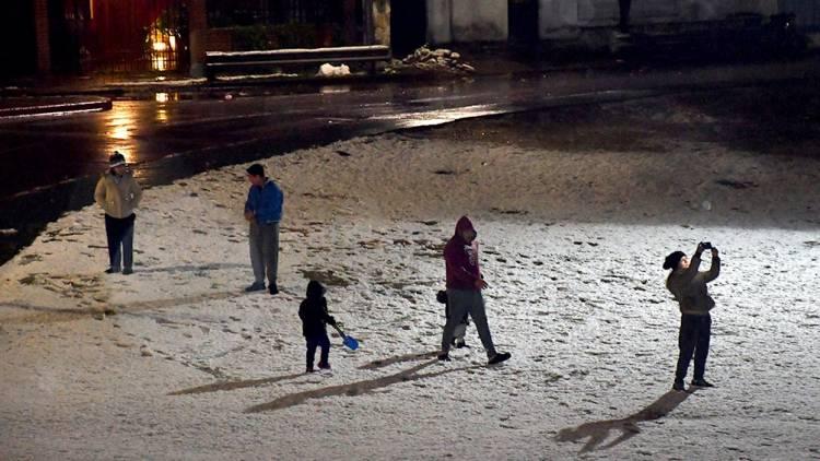 La intensa nevada en Córdoba llegó a la capital por primera vez en 14 años