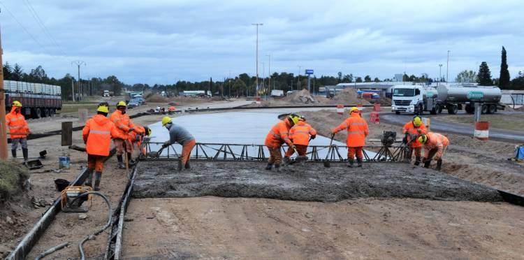 Continúa a buen ritmo la reconstrucción de losas en la rotonda de RN 33 y RP 67