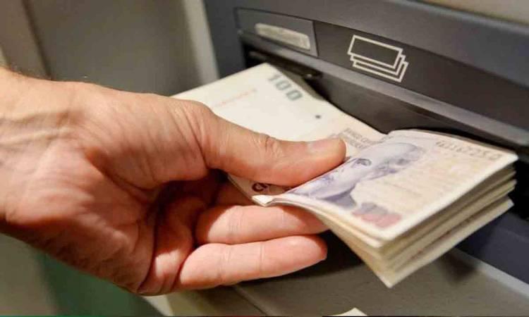 Por qué los cajeros están saturados de billetes de 100 pesos