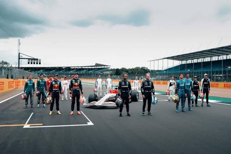 La Fórmula 1 presentó su auto para 2022: será más agresivo y promete mejorar la lucha en la pista