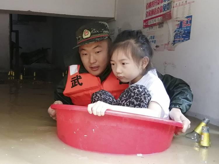 China declaró alerta roja en cinco ciudades por nuevas inundaciones: al menos 21 muertos