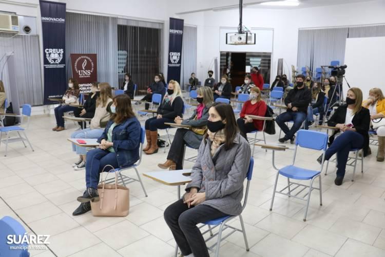 El Intendente Moccero entregó más de 1.500.000 pesos en becas a estudiantes del distrito
