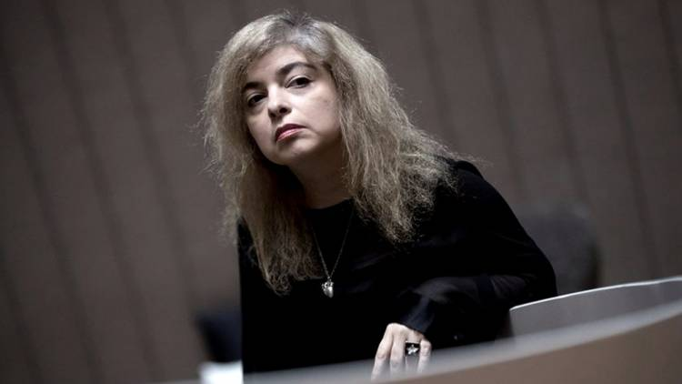 """""""Los peligros de fumar en la cama"""" de Mariana Enriquez aspira a otro premio internacional"""